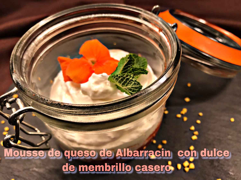 Mousse-de-queso-de-Albarracín-con-dulce-de-membrillo-casero